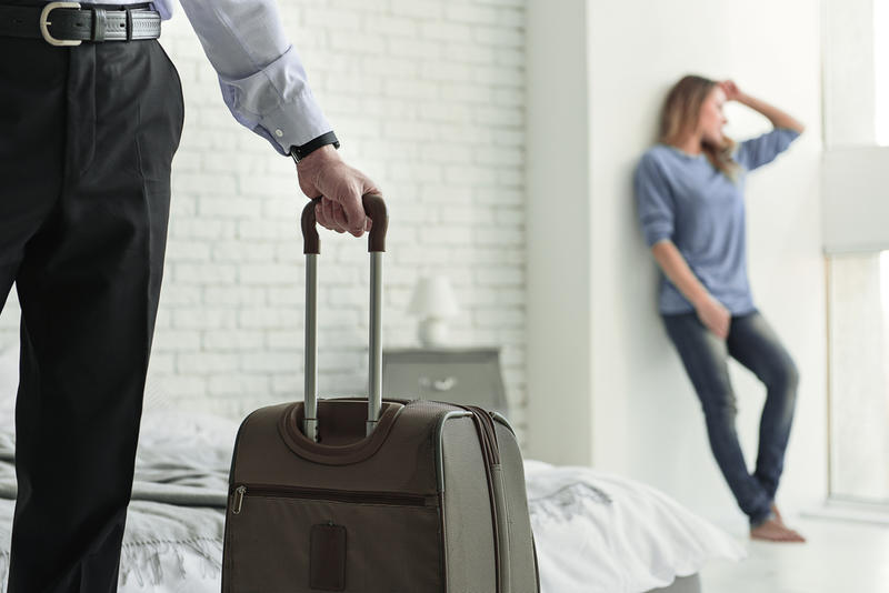 Можно выселить мужа из квартиры до развода