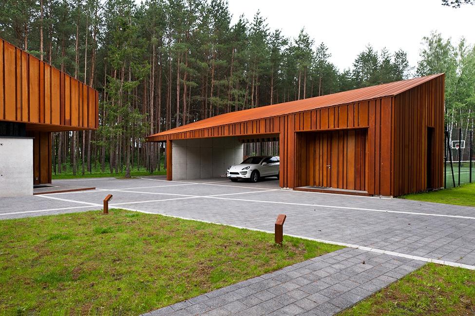 Красивый гараж на участке металлический для гаража